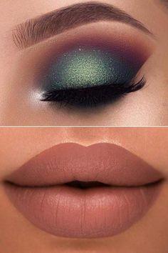 Maquillaje de ojos verdes brillantes y labios desnudos #makeupvideos