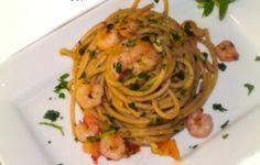 spaghetti integrali con gamberetti e verdure