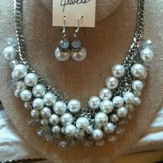 Gorgeous necklace and earrings! #beekeeperscottage #luckettsva