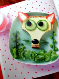 Fun Food for Little Eaters. Here's a fun kids food idea/kids snack idea.Create your own Mr Fox sandwich! Toddler Meals, Kids Meals, Cute Food, Good Food, Funny Food, Food F, Food Bank, Food Art For Kids, Shapes For Kids