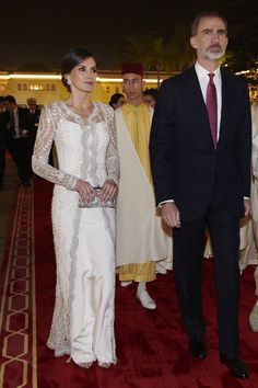 Queen Letizia has the most enviable style of all the royals. Check out our slideshow of her best fashion and style moments. Royal Family Christmas, Evening Dresses, Summer Dresses, Gala Dinner, Silk Gown, Queen Letizia, European Fashion, Rey, Elegant Dresses