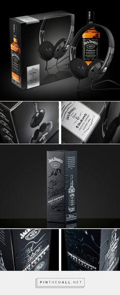 Jack Daniel's Exclusive Collaboration Scullcandy Headphones packaging design by Bittersuite (South Africa) - http://www.packagingoftheworld.com/2016/08/jack-daniels-exclusive-collaboration.html