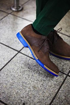 They say he has a blue sole. C/o: Cole Haan File under: Derby Zapatos Shoes, Men's Shoes, Shoe Boots, Dress Shoes, Footwear Shoes, Look Fashion, Fashion Shoes, Mens Fashion, Sharp Dressed Man