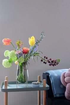 Vazenpracht: 3x de fijnste designvazen van PRCHTG | vtwonen Beach Clean Up, Sustainable Living, Flower Art, Wild Flowers, Floral Arrangements, Glass Vase, Floral Design, Sweet Home, Rose