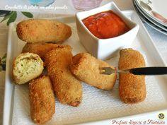 Le crocchette di patate con salsa piccante sono ottime servite calde o tiepide…