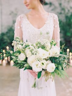A black tie bash is a straight shot to my wedding-loving heart. There's something so exciting about seeing your family and friends all fancied up and dressed to the nines. But that doesn't mean black tie has to be overly classic, or traditional. Case in point? This slice of inspiration from Diana McGregor, Harmony Creative Studio and Heirloom Design House. […]