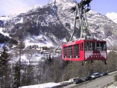 An informal guide to the ski resort and village of Courmayeur in Italy. Learn what this charming place has to offer both in winter sports, summer pursuits and other leisure activities.