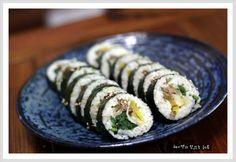 남은 명절반찬~~ 나물로 만드는 나물김밥~ Korean Street Food, Korean Food, Sushi, Cooking Recipes, Ethnic Recipes, Korean Cuisine, Chef Recipes