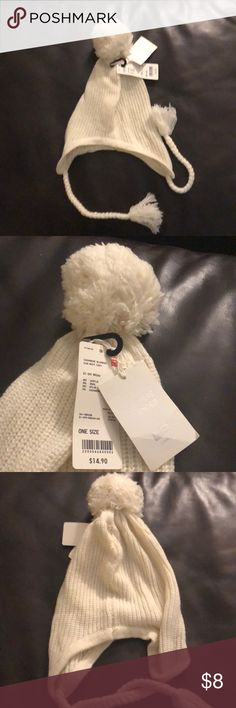 NWT Uniqlo Cream Winter Pom Pom Hat Brand new, with tags! Cozy Cream winter hat from Uniqlo. Pom Pom on top. Cashmere blend: acrylic/wool/nylon/cashmere. Ties on both sides can be worn long or tied. Covers ears. Adorable snow bunny style! Uniqlo Accessories Hats