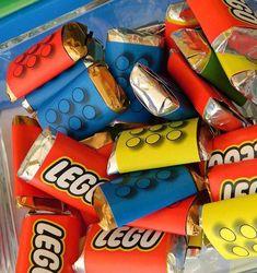 ¡Nos encanta este tema para una fiesta infantil! Se pueden llevar a cabo ideas súper originales y creativas en una fiesta de Lego. Las posibilidades que ofrecen los juguetes Lego para la construcción de múltiples formas y figuras son innumerables, y hacen que ambientar la temática de una fiesta Lego sea divertida y fácil de …