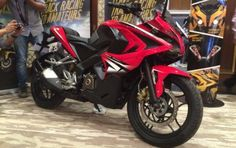 After number of spy pictures doing the round of the internet, Bajaj Motorcycles has finally launched its first fully-faired motorcycle, the Pulsar RS 200 for the Indian market. Previously touted to be called as the SS200, this bike has been the most anticipated launch from the company. After number of spy pictures doing the round of the internet, Bajaj Motorcycles has finally launched its first fully-faired motorcycle, the Pulsar RS 200 for the Indian market.