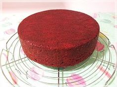 decake: PASO A PASO BIZCOCHO RED VELVET                                                                                                                                                                                 Más Food Cakes, Cupcake Cakes, Sweet Recipes, Cake Recipes, Plum Cake, Baking And Pastry, Great Desserts, Velvet Cake, Cookies And Cream