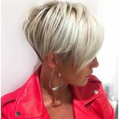 "How to style the Pixie cut? Despite what we think of short cuts , it is possible to play with his hair and to style his Pixie cut as he pleases. For a hairstyle with a ""so chic"" and pointed… Continue Reading → Short Shag Haircuts, Short Hairstyles Fine, Cool Haircuts, Pixie Hairstyles, Hairstyles With Bangs, Trendy Hairstyles, Natural Hairstyles, Gorgeous Hairstyles, Popular Hairstyles"
