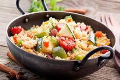 This combination of couscous, pine nuts and pepper salad is amazingly light, healthy and delicious you'll never want summer to end! Vegetable Couscous, Couscous Salad, Vegetable Recipes, Indian Food Recipes, Vegetarian Recipes, Healthy Recipes, Going Vegetarian, Vegetarian Italian, Healthy Vegetarian Recipes