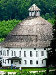 Veru rare round barn in Biglersville PA