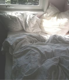 Bedroom Ideas and design inspiration Bed relationship goals: Meet my ex (I think it's love at first sight, the pillows do it for me, he's just too comfy I'll always sleep with him! My New Room, My Room, Unmade Bed, Laying In Bed, White Sheets, Linen Sheets, White Linens, Linen Duvet, Comfy Bed