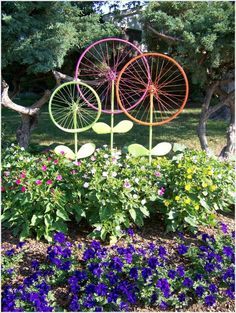 20 DIY Garden Art Projects to do - DIY Crafty Projects - The Hanky Dress Lady: Bicycle Wheel Garden Art – Steel Magnolias - Outdoor Crafts, Outdoor Art, Outdoor Gardens, Rustic Gardens, Small Gardens, Outdoor Ideas, Garden Crafts, Garden Projects, Art Projects