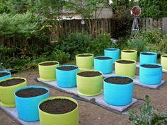55 gallon food grade barrels for the garden Raised Vegetable Gardens, Veg Garden, Vegetable Garden Design, Plastic Barrel Ideas, Plastic Barrel Planter, Plastic Barrel Projects, 55 Gallon Plastic Drum, Plastic Drums, Barrel Garden Planters