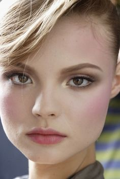 gold and bronze shadows look great when paired with pink lips and cheeks for hazel eyes #hazel eyes #makeup