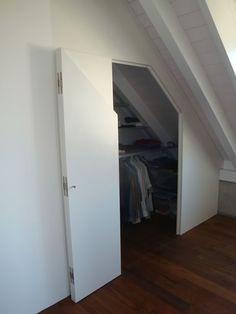 Begehbarer kleiderschrank spitzboden  Begehbarer Kleiderschrank in Dachschräge | Dachboden | Pinterest ...