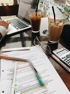 Quick Tips to Create a Productive Study Space - College Study Smarts - Study Motivation / College - Revising with Study Way-lawblr 🌿💛 * * * Gloomy… - Study Organization, School Study Tips, Study College, College Teaching, Education College, Study Space, Law Study, Study Areas, Study Desk