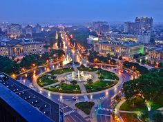 Philadelphia's Magnificent Mile :: The amazing Ben Franklin Parkway at night.