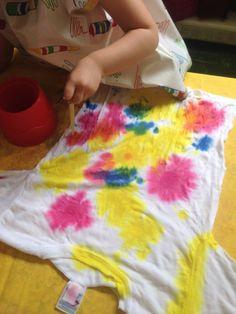 Tie dying with toddlers - We try to encourage them to cover the white spots so they don't mix to many colors.