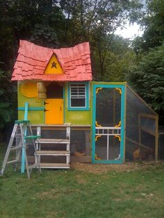 Cute coop-Great idea for an old kids playhouse (up-cycle)