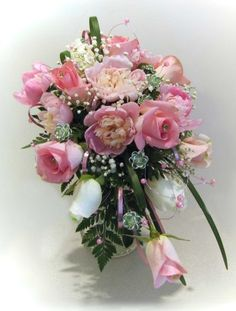 Learn how to make wedding bouquets, corsages, boutonnieres, centerpieces and church decorations.  Buy fresh flowers and discount florist supplies.