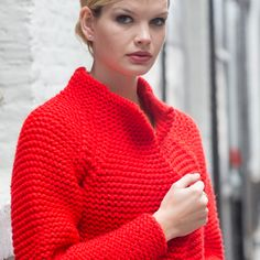 Free knitting pattern for Celine jacket Loom Knitting, Free Knitting, Knitting Patterns, Crochet Jacket, Knit Crochet, Look Fashion, Diy Fashion, Crochet Baby Cocoon, Baby Pullover