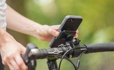 Bike Mount Kit, ktorý obsahuje odolné puzdro Moshi Endura Case a držiak na riadidlá. Puzdro je certifikované na pád z 3 metrov na betón. Puzdro je tiež možné použiť pri športe s držiakom na rameno Armband alebo pri turistike s klipom. Držiak na riadidlá je vhodný pre všetky typy riadidiel (22,2 / 25,4 / 31,8 mm). Samsung Galaxy S5, Hand Guns, Apple Iphone, Fitbit, Usb, Firearms, Pistols