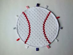 for baby Hayden? Diy Baby Gifts, Baby Crafts, Baby Shower Gifts, Baby Sewing Projects, Sewing For Kids, Sewing Crafts, Tag Blanket, Lovey Blanket, Baby Baseball
