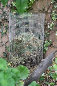 How to make an easy DIY compost holder using metal hardware cloth. When compost is done just lift the holder and spread where you need your rich homemade compost.