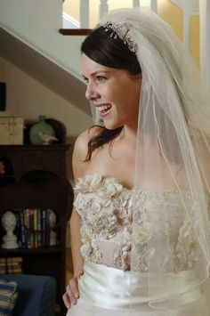 Lorelai Gilmore (Gilmore Girls) | Community Post: 28 Of The Most Memorable TV Wedding Dresses Ever