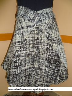 Falda realizada con 4 cuadrados, 100% lana natural.