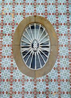 Oval window, São Bras de Alportel, Algarve, Portugal.