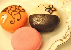 decorated macarons
