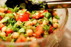 Sesam, Sesam: Salat med tomat, kikærter og avocado