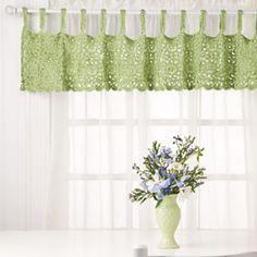 Love this valance!  Pattern found in Crochet! Magazine, Spring 2012