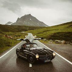 Just as iconic now as it was in Mercedes-Benz Museum via Mercedes Benz 300, Mercedes Benz Cars, Car Throttle, Classy Cars, Classic Mercedes, Mc Laren, Jaguar Xk, Museum, Range Rover
