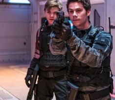 New Maze Runner:The Death Cure still - Thomas and Newt