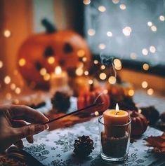 Autumn Aesthetics — cozyinautumn: happy halloween, indeed. Halloween Celebration, Halloween Party Decor, Halloween Crafts, Halloween Costumes, Halloween Lanterns, Looks Halloween, Halloween Nails, Fall Halloween, Happy Halloween