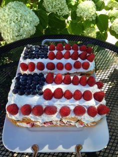 ... Angel Food Cake http://www.flavourexperience.com/2014/07/layered-flag