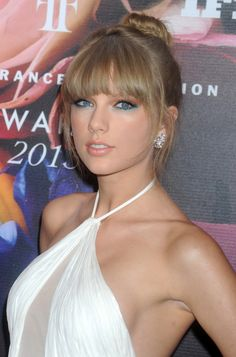 Taylor Swift @ BestEyeCandy.com