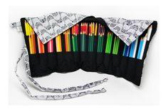 Estojo porta lápis feito em tecido de algodão, com 26 divisórias de aproximadamente 4,5 cm cada, ideal para acomodar 91 lápis de cor. Para fechar é só enrolar e amarrar, uma fofura e super útil!  (para referência de tamanho, os lápis de cor utilizados nas fotos são faber-castell comum)  **OS LÁPI...