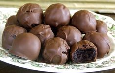 Oreo Balls - hints on other recipes: May do better with a bit less than 8 oz. freeze for 1 hour or less before coating; can coat with almond bark; can use any flavor of Oreos Easy Holiday Desserts, Just Desserts, Delicious Desserts, Yummy Food, Fun Food, Oreo Truffles Recipe, Truffle Recipe, Candy Recipes, Sweet Recipes