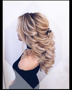 20 Personalized Wedding Ideas You'll Want to Copy visit More Wedding Ideas and Inspiration Baby Girl Hairstyles, Work Hairstyles, Wedding Hairstyles For Long Hair, Creative Hairstyles, Party Hairstyles, Long To Short Hair, Stylish Haircuts, Hair Today, Prom Hair