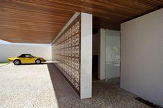 Cool Contemporary Brazilian House with Artistic Wall Design #Architecture #garagedesign #flooringideas #bathroomdesign #exteriordesign #interiordesign find out more pictures here: http://reizco.com/cool-contemporary-brazilian-house-with-artistic-wall-design/