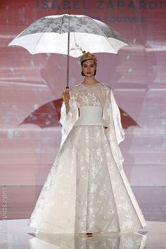 Las novias 2018 de Isabel Zapardiez destilan creatividad | Blog de Webnovias