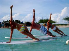 The Travel Yogi Puts Practitioners On Stand Up Paddlelboards During Yoga Sessions in Aruba. Yoga Retreats in Bali and Santorini Round Out Spring 2013 Schedule - Paddle Board Yoga, Standup Paddle Board, Vinyasa Yoga, Yoga Prenatal, Pilates, Sup Stand Up Paddle, Sup Yoga, Sup Surf, Learn To Surf